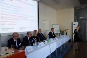 25 Panel představující příkaldy dobré praxe řízení kvality